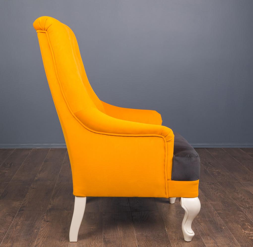 Мягкое кресло в классическом стиле