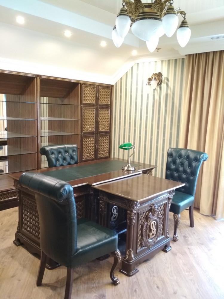 Элитный стол в кабинет руководителя