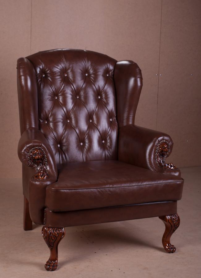 Класичне м'яке крісло в англійському стилі